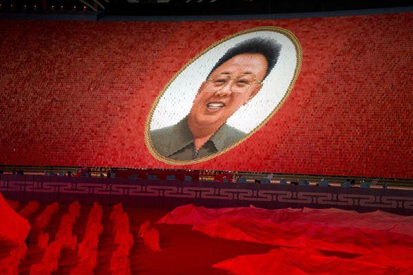 """朝鲜庆祝建国70周年上演万人团体操  """"辉煌的祖国""""首次公演"""