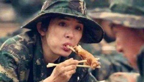 明星啃鸡腿,赵丽颖可爱,杨幂让人心疼,刘诗诗看着最有食欲