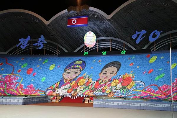 朝鲜大型团体操《辉煌的祖国》:1.7万学生组背景板