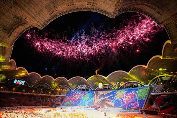 朝鲜上演大型团体操 1.7万学生组人肉背景板