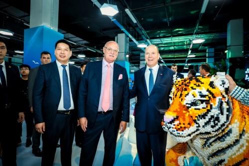在各方代表的共同见证下,bricklive(砖享)动物王国环保展正式开幕.