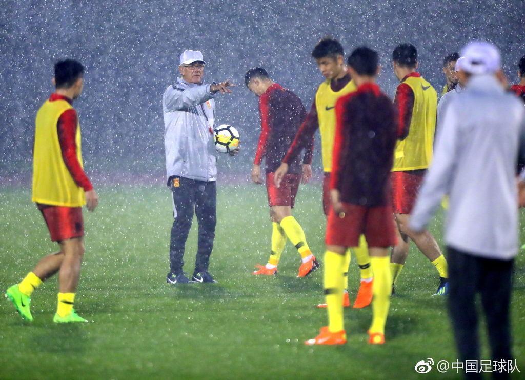 中国足球队官方致敬里皮:领军战四方 兵将遍天下