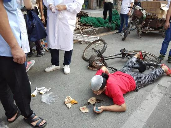 南昌胜利路立面改造坠落重物 女子被砸头破血流