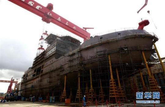 """我国首艘自主建造极地科考破冰船""""雪龙2""""号今天下水"""