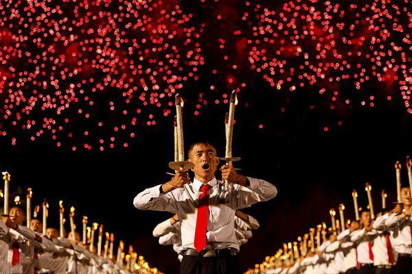 朝鲜平壤举行火炬烟花表演,庆祝建国70周年