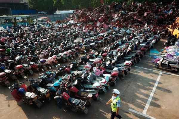 江西:打击交通违规行为 收缴数千非机动车