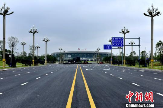 川滇黔交通枢纽泸州云龙机场通航