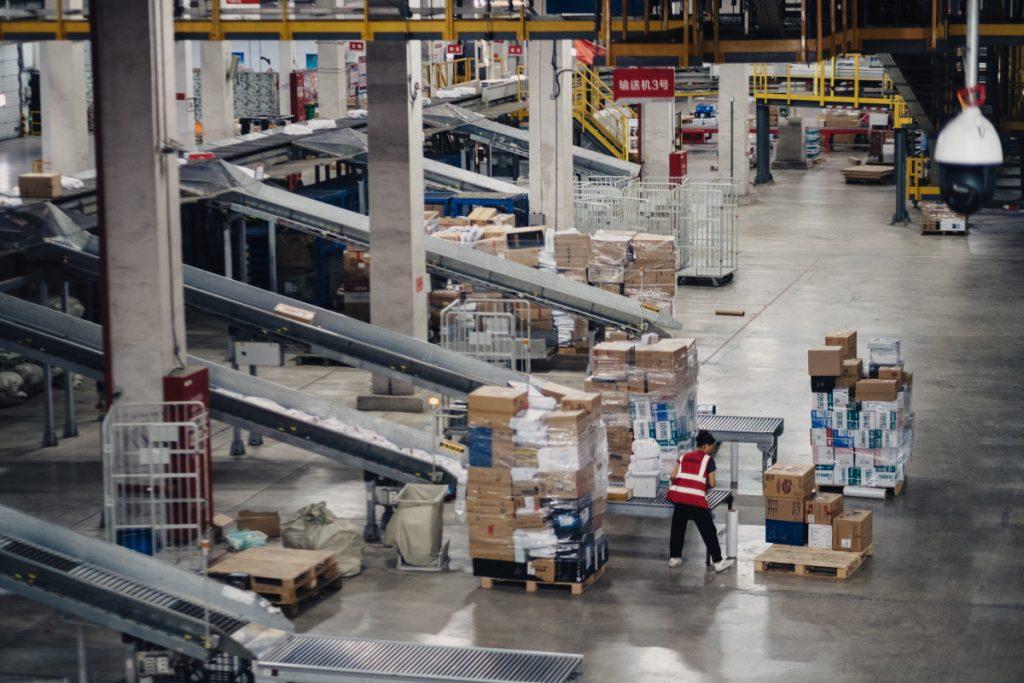 京东自动化仓库引领世界变革 机器换人正在进行时