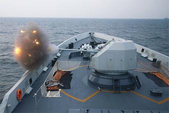 东海舰队护卫舰海上演练展示强悍火力