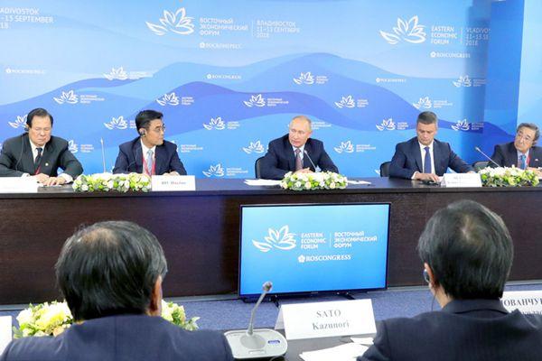 第四届东方经济论坛在俄举行 普京会见马云等外商代表