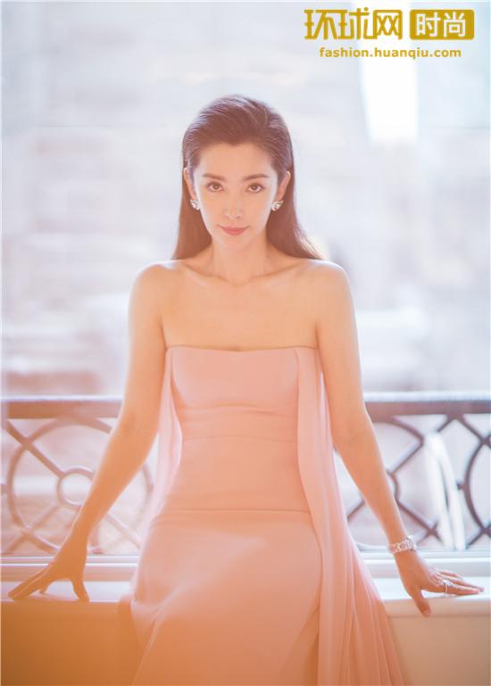 李冰冰佩戴宝齐莱雅丽嘉玫瑰限量珠宝腕表惊艳亮相2018纽约时装周
