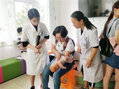 社区医护人员普及家庭急救知识