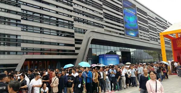 国际酒类博览会第二天 首届中国(贵阳)酱香型白酒健康论坛在场召开