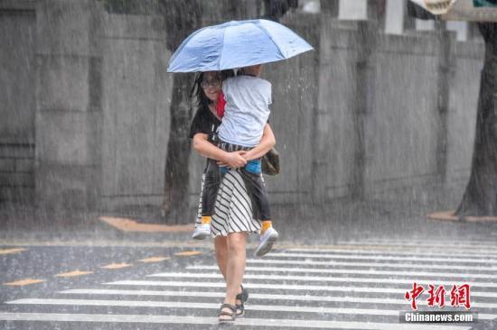 西南地区等地多降雨 热带低压影响华南沿海