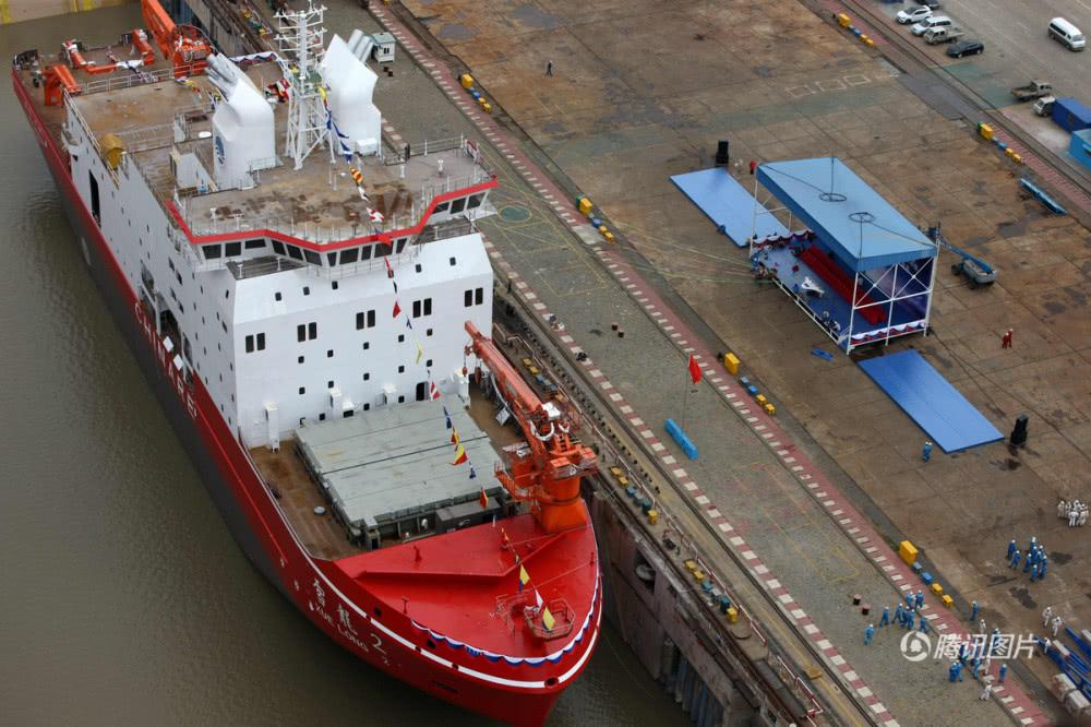 """首艘国产极地破冰船下水 命名为""""雪龙2""""号"""