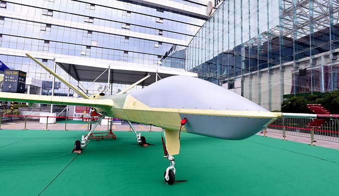 2018全球无人机大会开幕 引市民驻足观看