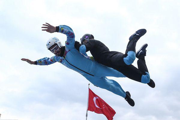 """土耳其举办航空航天技术节 民众体验""""发射""""升空飞上天"""