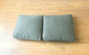 低头族福音!两个枕头就能改善你的驼背