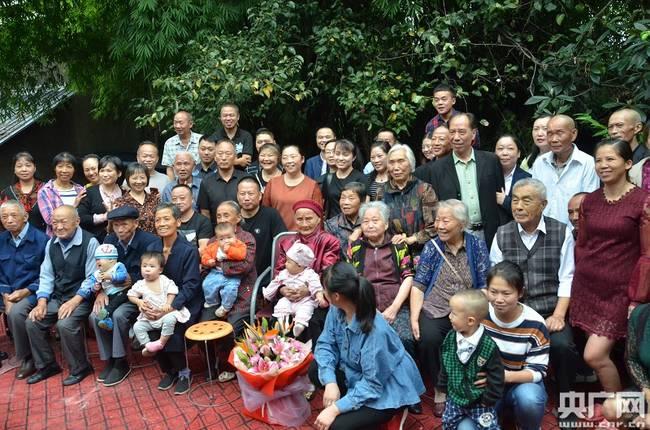 老人118岁生日六世同堂 名下族人共有90人