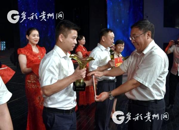 """贵州首次表彰""""白酒工匠""""10位酿酒大师入选"""
