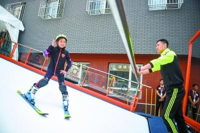 北京:两年14万中小学生上冰上雪