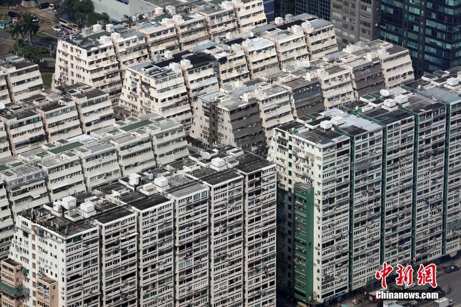 香港大角咀区经过修缮后的一些旧时大厦焕然一新。 中新社记者 洪少葵 摄