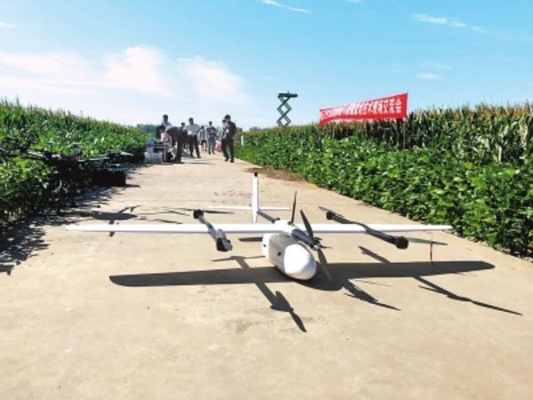 天上卫星观测空中无人机航拍地头田间监控 农业遥感离我们不远