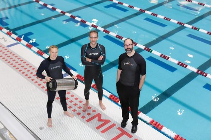 科学家打造升级版潜水服 可在10℃水下工作数小时