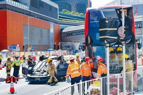 香港警方联同多部门在西九龙站外进行突发事故演习