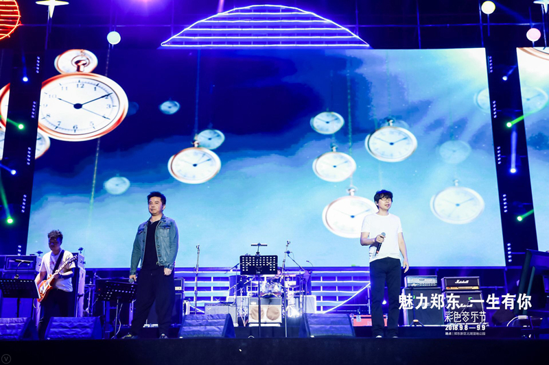[星娱闻]水木年华郑州音乐节现场火爆 观众:欠你们一张门票