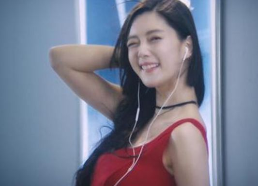 32岁韩国女神李成敏仍然单身,这火辣的身材,网友:没道理!