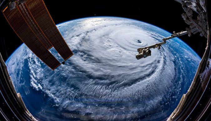 """宇航员分享飓风佛罗伦萨照片:""""当心,美国"""""""
