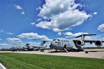 大飞机也惹不起:美军C17和KC135纷纷转移躲飓风