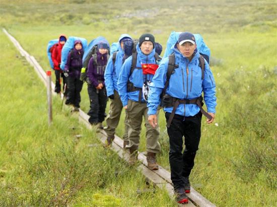 刘畊宏徒步瑞典遇恶劣天气 堪比荒野求生
