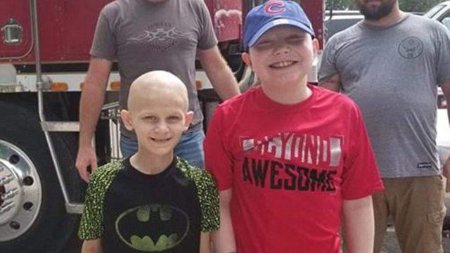 美国俩癌症男孩因癌症成友 相隔24小时去世