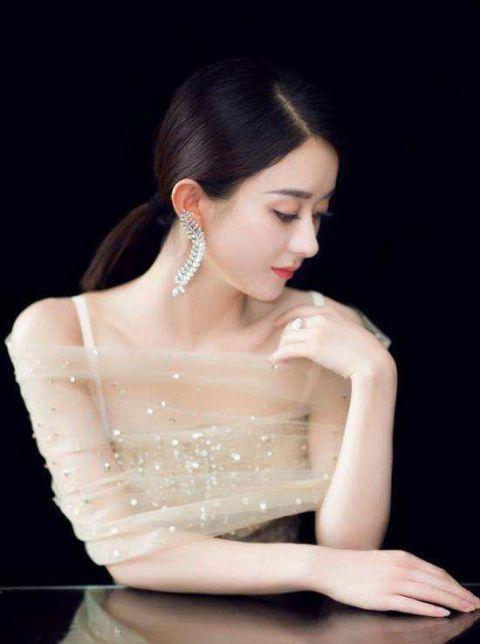 娱乐圈最美锁骨几大女星,毛晓彤锁骨延伸到肩膀,最后这位最性感