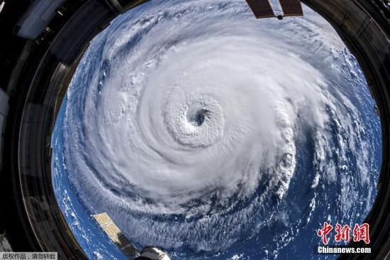 """北半球进入热带气旋活跃期 卫星图上出现""""九旋风"""""""
