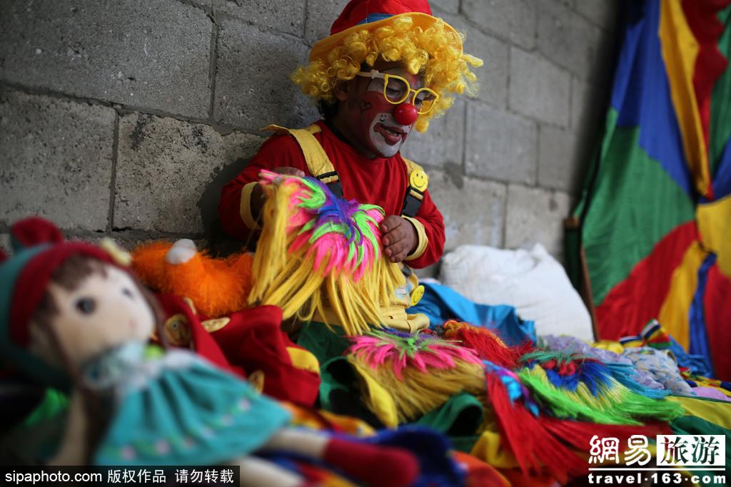 巴勒斯坦加沙地区难民营小丑的日常