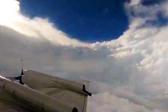 """美国飞行员驾驶飞机穿越佛罗伦萨""""飓风眼"""""""