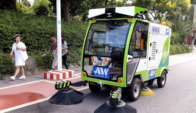无人驾驶清扫车厦门上路测试 引市民驻足观看