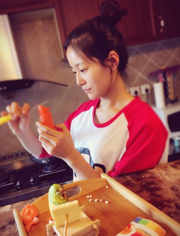 王媛可作客节目展厨艺 网友:纯妃果然贤妻良母