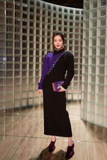 [星娱闻]王晓晨亮相纽约时装周 头排看秀造型亮眼