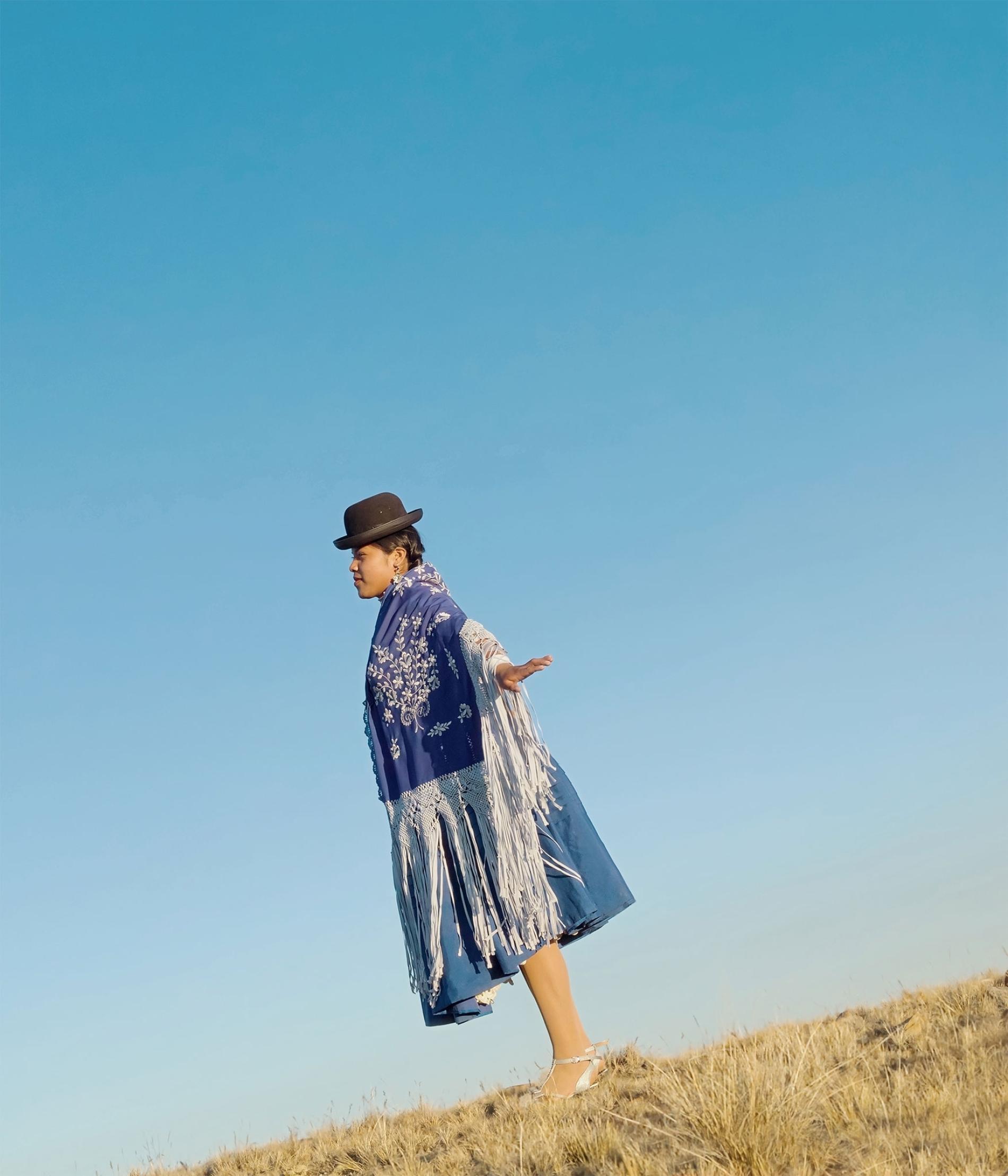 """""""飞扬的女人"""":安第斯山脉上的女性摔跤手"""
