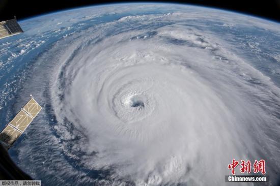 """登陆!飓风""""佛罗伦斯""""登陆美国北卡罗来纳州"""