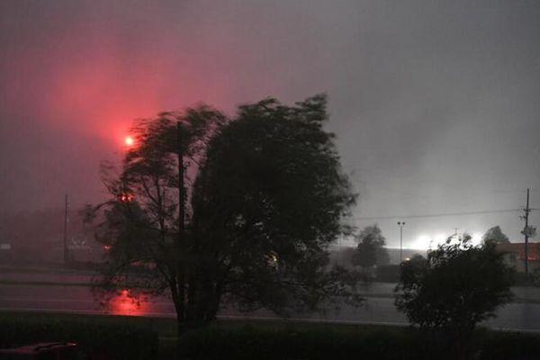 """飓风""""弗洛伦斯""""带来强烈暴风雨"""