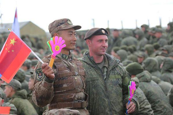 """俄罗斯:""""东方—2018""""战略演习中俄两军举行大型联合演出"""