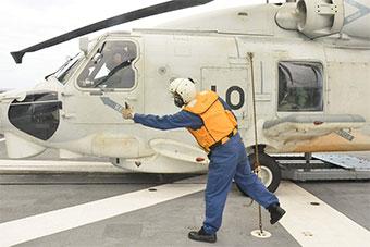 日准航母南海航行 并起降舰载机操作