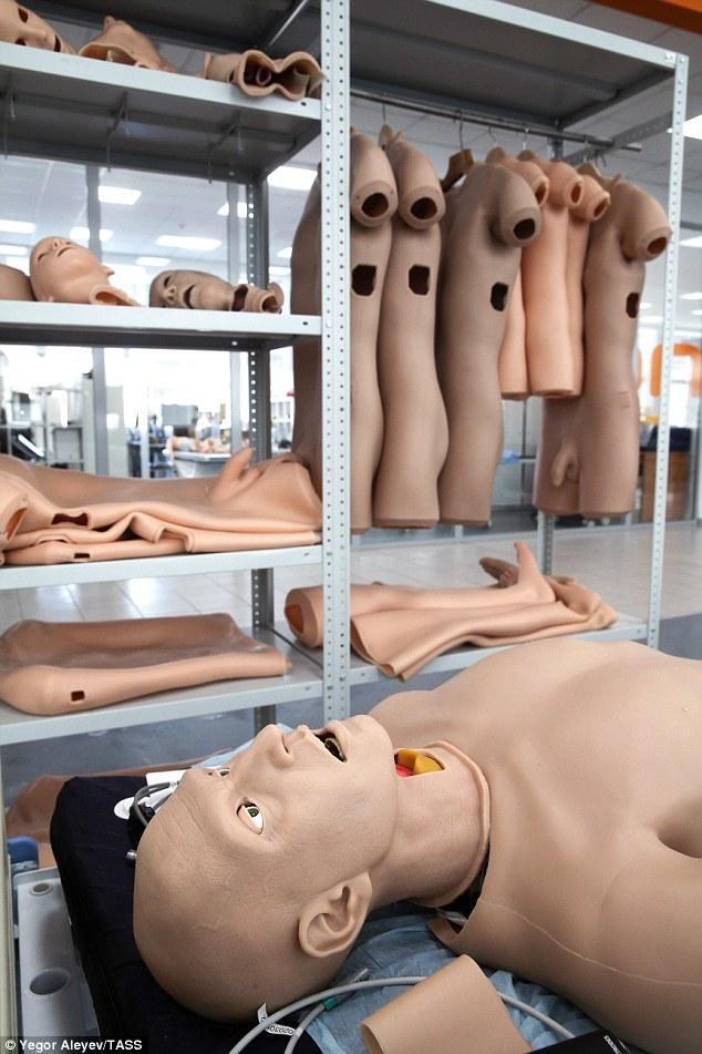 """俄罗斯研制""""患者机器人"""" 会流血、排尿和尖叫"""