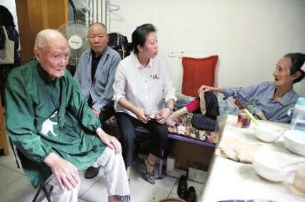 家有99岁93岁85岁3位老人 孙媳妇辞职照顾