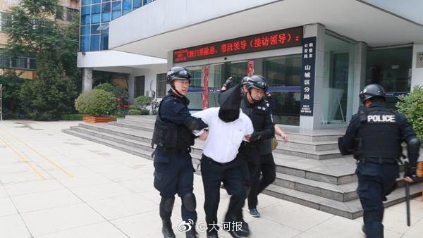 鹤壁一村霸被称皇上现被抓 5亿资产警方全缴获